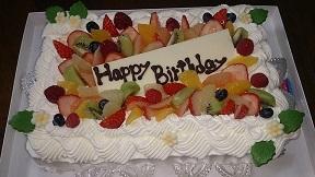 家族4人の誕生ケーキ